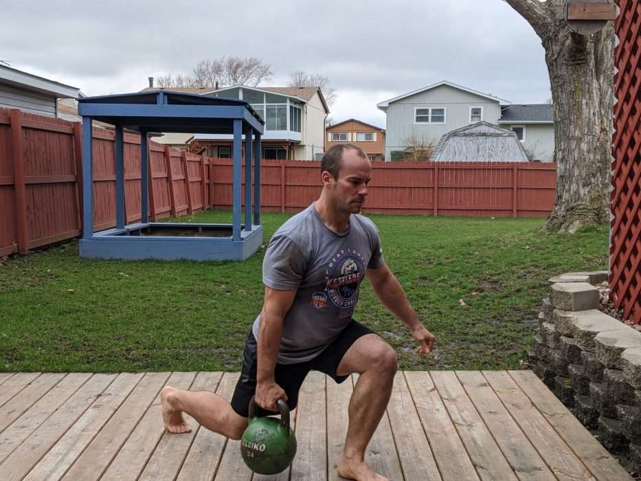 How To Do A One Arm Suitcase Lunge