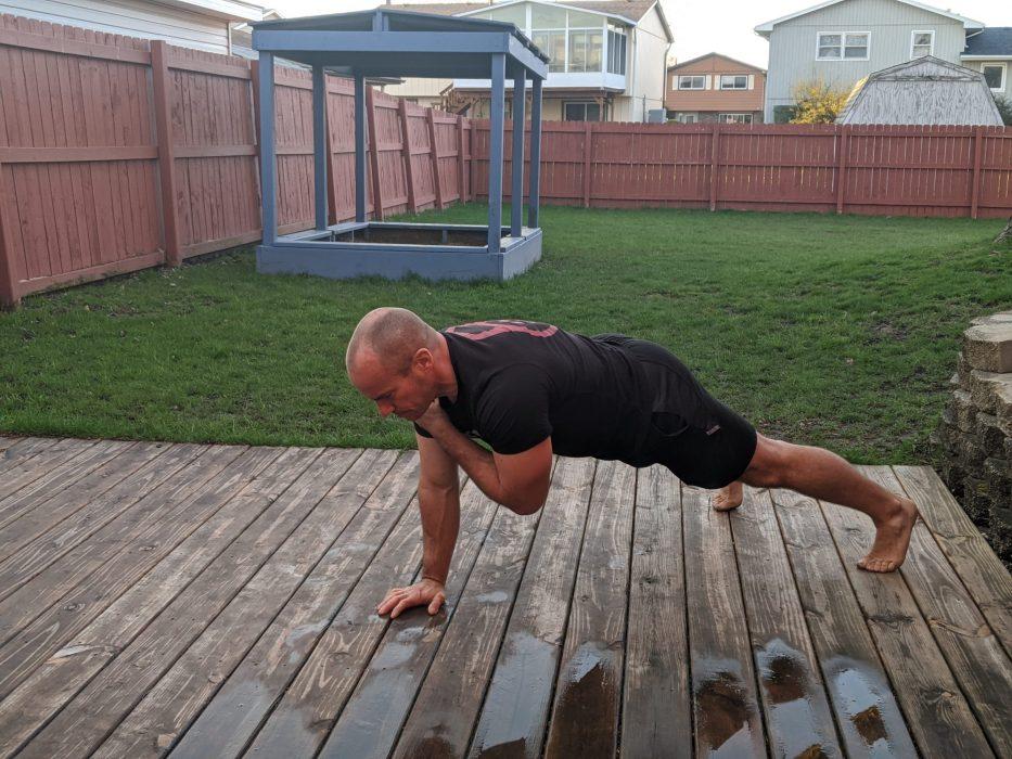shoulder tap push ups